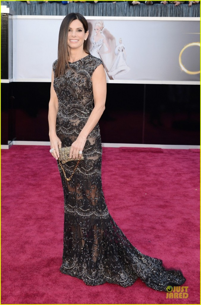 sandra-bullock-oscars-2013-red-carpet-05