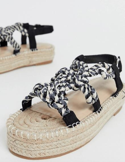 Sandalias de plataforma y cuerdas