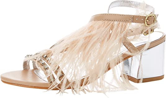 Sandalia con plumas
